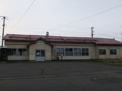 16:40 本日119km(トータル226km)  国縫駅に到着。 決してカッコ良くないけど、どこか歴史を感じる駅舎。