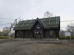 12:25 本日49km(トータル624km)  目名駅に到着しました。 道の駅からここまで、向かい風の影響で時速10kmくらいしか出ませんでした。