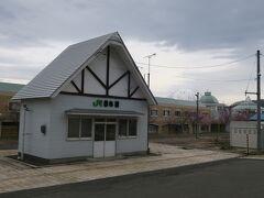 14:11 本日66km(トータル641km)  昆布駅前を通過。 ホームの上に駅舎が建っている感じです。