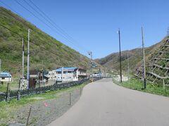 12:51 本日57km(トータル707km)  盃温泉を通過。 かつて大きな温泉地でしたが、今はほとんどの旅館が営業していません。