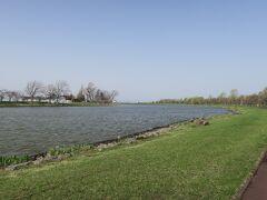 朝のしのつ湖。 冬はワカサギ釣りで有名です。