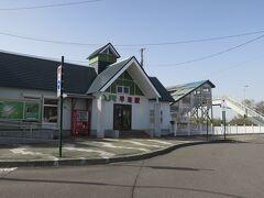 15:13 本日93km(トータル970km)  早来駅前を通過。 近くにあるレストランみやもとでカマンベールチーズソフトクリームを食べて、10分くらい休憩しました。