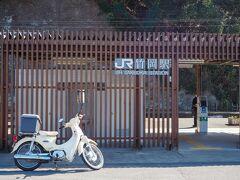 後ろが近いので避けました。JR内房線の竹岡駅。
