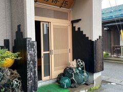 糸魚川で30年以上漁師を営んでいる「漁場 傳平」で海鮮ランチしま~す(≧◇≦)  お店の前まで来て『お~しゃん』は少し不安気味、、、 「大丈夫かよ~~~」って言っておりましたが、、、