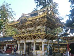 陽明門(ようめいもん)です。立派ですね。 THE東照宮といった美しい門です。