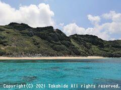 ジョンビーチ  縦島との間の細い水道に入る手前に見える美しい海岸です。 小港海岸から遊歩道で行くことが出来ます。   ジョンビーチ:https://japan-web-magazine.com/japanese/tokyo/ogasawara/john-beach/index.html 小港海岸:https://www.gotokyo.org/jp/spot/247/index.html