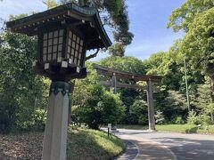 大鳥居 我が国で一番大きい木造鳥居だそうです ん?ということはこれより大きい鳥居は木造じゃないってこと? 台湾からのヒノキで作られたようです 国産の木じゃないんですねΣ(゚Д゚) こういう場所は国産にこだわりそうな感じするんで