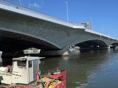 信濃川の最下流にかかる大橋。
