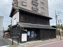 毛塚記念館。 国の有形文化財に登録されています。