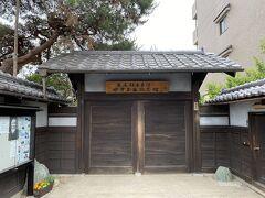 足尾銅山鉱毒事件で有名な田中正造の記念館もありました。 残念ながら開館時間前でしたので、このままスルーしました。