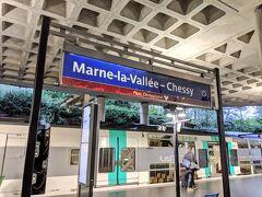 パリとその周辺をいろいろ満喫したところで、中心部から45km離れたニュータウン、マルヌ・ラ・ヴァレ(以下MLV)へ!  MLVはいくつかの町から成るニュータウンで、DLPはその西部のシェシーという町にあります。 クリスマス休暇ということでDLP周辺のホテル代相場は大変高騰していたので、私はMLV東部のトルシーという町のホテルを拠点に1週間滞在しました。 予約した時はRER A線で通えばいいやなんて思っていたのですが、これが後々痛い目に...