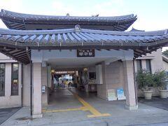ことでん琴平駅 おはようございます、本日は金刀比羅宮を目指します。 朝早めに出て、混む前に金刀比羅宮へ行ってしまおうという作戦です。  荷物は駅のロッカーへ預けます。