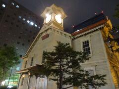 札幌市時計台。 札幌農学校の演武場として、明治11年に完成しました。  20秒ほど眺めて、はい、観光終了。