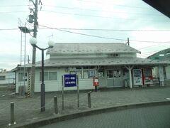 15:15 青い森鉄道/下田駅に停車。  明治24年12月20日:日本鉄道の駅として開業した駅です。 後に、国鉄・JR東日本.東北本線の駅となり、今は青い森鉄道の駅となっています。