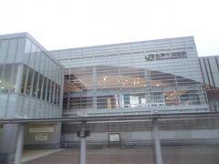18:24 七戸十和田駅に停車。 東北新幹線だけの駅です。 乗降客はゼロでした。