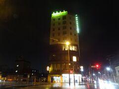 雨の中を歩くこと10分。 今宵の宿「ホテルセレクトイン青森」に着きました。  ▼ホテルセレクトイン青森(公式サイト)。 https://select-hotels.jp/aomori/