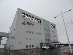 6:25 おはようございます。 青森から3時間40分。 津軽海峡フェリー深夜便で、函館に到着しました。
