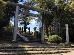 もう足が痛くて歩けない。。。やっとこさ、隣の松江護国神社へ。