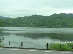 あっ、湖だ。 大沼国定公園の小沼です。