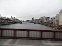隅田川.吾妻橋を渡ります。  おぉ~ 帰って来ましたね。