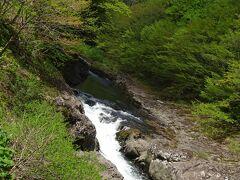 奥薬研温泉の大畑川の大滝大明神
