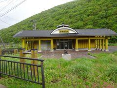 福浦の歌舞伎の館(明治23年、上方の中村菊五郎と妻がここを訪れ、2年間歌舞伎を教えた。その後、120年以上に渡り、地元の人に受け継がれてきました。毎年4月10日の春祭りに行うそうです。現在30人居りますが、舞台に建てるのは10人程だそうです。)