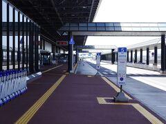 第2ターミナルで降りました、誰もいません。それでは、空港ロビーに入ってみましょう。