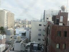 7:30 目が覚めて外を見ると、雲は多いものの本日も晴れです。