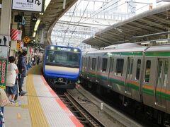 みなとみらい線で横浜駅へ向かってJR横須賀線に乗り換え。 運よく新型のE235系がやって来ました。
