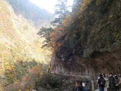12:30 『人喰岩』まで戻ってきました。さすがにこの時間になると観光客が多かったです。