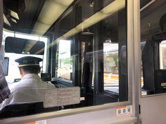 飛騨金山駅で列車行き違いのため4分停車。