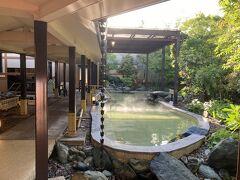 5<2つの温泉> ここには、宿泊者専用の露天風呂「ひとと季の湯」と日帰り温泉の「華咲の湯」の2つが利用できます。特に「花咲の湯」には26箇所のお風呂があり、温泉を満喫できます。