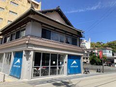 12<KUSHITANI CAFE(クシタニ カフェ)> 「KUSHITANI CAFE」は、バイク用品のKUSHITANIが展開するライダーズカフェ・バイカーズカフェ。KUSHITANIの本社は、ここ浜松にあり、浜松は「スズキ」「ホンダ」「ヤマハ」が生まれたバイクの街でもあります。そんなわけで、浜名湖のかんざんじ温泉に2019年8月30日にオープン。残念ながら、本日は定休日でした。