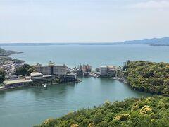 28<浜名湖> 浜名湖は面積は日本で10位ながら、複雑な形状から湖の周囲長は日本で3位、汽水湖としては日本1の長さを誇る湖です。舘山寺温泉の向こうに広がるのが「浜名湖」本体で、これ以外に「細江湖」「猪鼻湖」「松見ヶ浦」「庄内湖」の4つの枝湾を持っています。