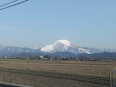 雪が積もった伊吹山