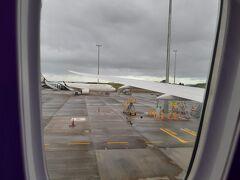 オークランド国際空港に到着! (隣りにいるのはB737かな?)