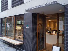 最後は入ったことのなかったこちらへ。 線路脇にある「ALPHA BETA COFFEE ROASTERS」というカフェです。 自由が丘にある「ALPHA BETA COFFEE CLUB」姉妹店らしいです。