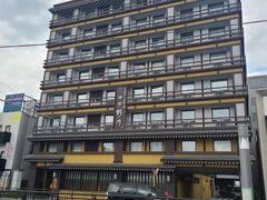今回一泊したホテルドーミーイン「天然温泉 吉野桜の湯 御宿 野乃 奈良」です。 駅前にあるという立地の良さと、和風のビジネスホテルという点に惹かれ、決めました。