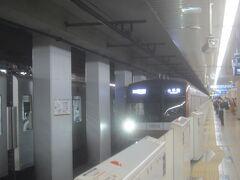 西武有楽町線(直通のメトロ車両)が来ました  西武有楽町線は西武鉄道の車両の他、乗入をしている東京メトロ(有楽町線・副都心線)車両、東急線車両、みなとみらい線車両が走っています  ■西武有楽町線(小竹向原-練馬 2.6km) 概ね10分毎 8-10両編成 3駅 複線 西武鉄道により1983年小竹向原-新桜台間(1.2km)開業、翌84年12月7日新桜台-練馬間(1.4km)を単線で開業と同時に同日開業の有楽町新線と直通運転開始(練馬折返とし、池袋線との直通運転は行われず)、1998年練馬-新桜台間複線化に伴い池袋線との直通運転開始、2008年東京メトロ副都心線との相互直通運転開始、2013年東急東横線・みなとみらい線との相互直通運転開始
