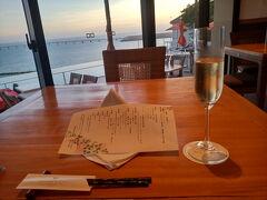 夕食はホテルのオーシャンダイニング風庭で、和琉創作コース。
