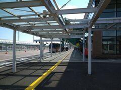 さて、JL585便で函館空港に着きました。搭乗記はこちら↓ https://4travel.jp/travelogue/11692008  まず函館空港の案内所で市電・函館バスの共通一日券を購入。1000円です。これがのちに大活躍することになります。
