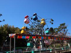 函館公園内には無料の動物園や遊園地があります。こちらは日本最古の観覧車らしいです。