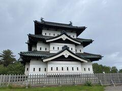 弘前城!受付からすぐ!!階段なし!! よく残ってたな。。