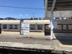 上市駅にてスイッチバック。写真の電鉄富山駅行きが先に発車。