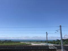 早月川を渡る。日本海がはっきり見える。右奥観覧車はミラージュランドの観覧車。蜃気楼ですか、そうですか。