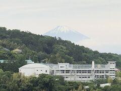 鎌倉市北鎌倉『円覚寺』の【弁天堂】の右側の見晴らし台からは 富士山が見えます。  今まで何度も『円覚寺』を訪れていますが、富士山を載せるのは 初めてです。