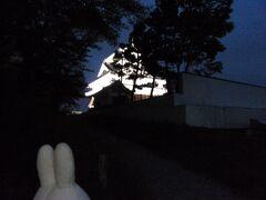 お城に灯りが(・~・)。 しかも輝いてますよ!