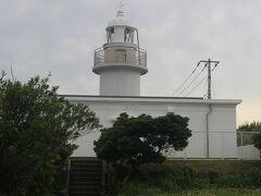 城ケ島バス停で降りて城ケ島灯台へ。 幕末に造られた灯台ですが、今は無人です。