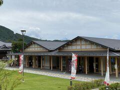 武田神社手前には信玄ミュージアムがありますが、屋根の上から富士山の山頂を見ることが出来ました。
