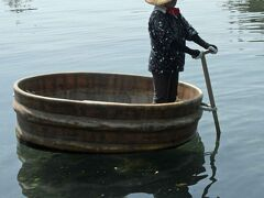 器用に操作しています。  実際にアワビ、ワカメ、サザエ漁に使っていたもの。